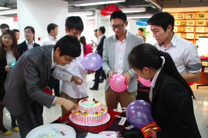 互联在线每月同事们的生日会