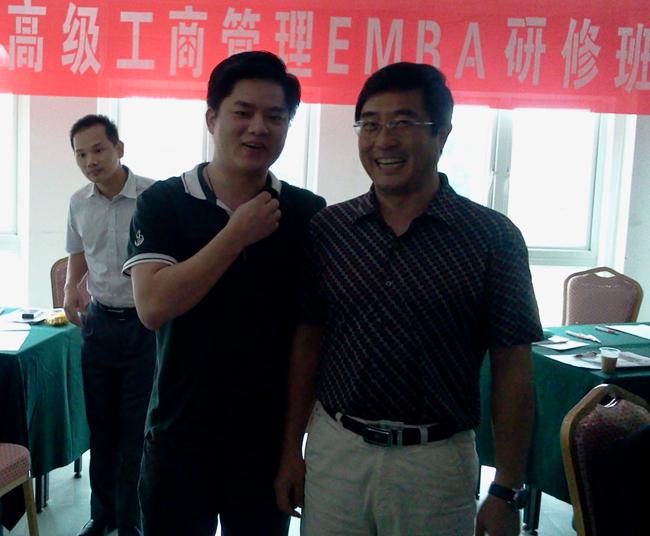 左一:互联在线总经理周明 右一:郑成武教授