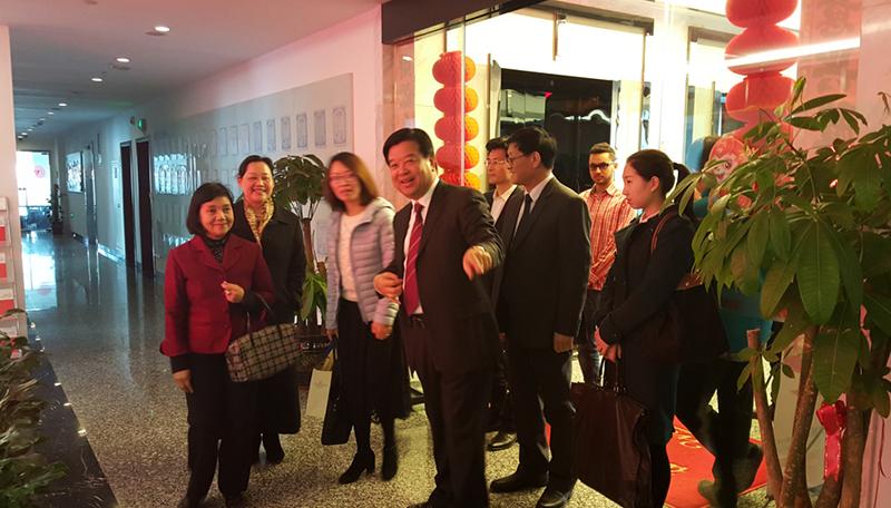泰国驻沪总领事率团参观考察互联在线